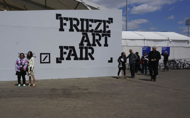 Frieze sign