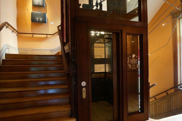 Gladstone lift