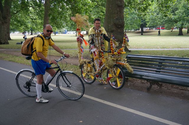 A couple of cyclists in Hyde Park
