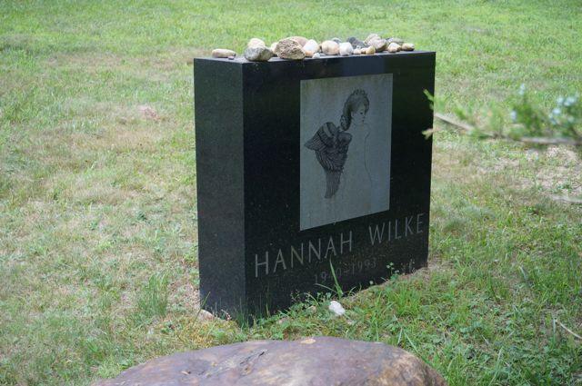 Hannah Wilke's grave