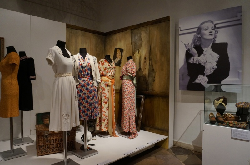 An exhibition of 40s and 50s fashion in the Museum of Applied Arts